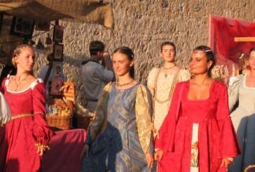 Monteriggioni di torri si corona: 25 anni di festa medievale