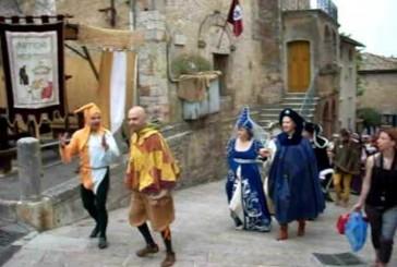 La Regina sfila per le vie del suo Castello