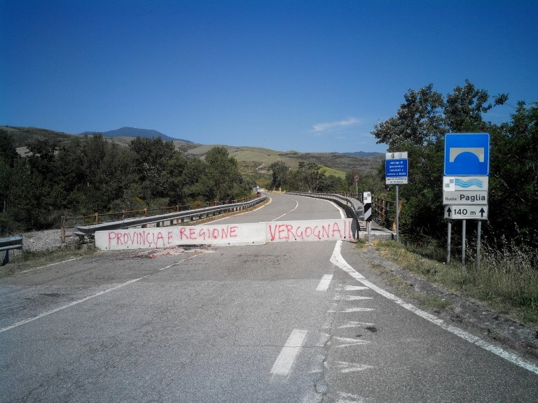 """Ponte sul Paglia, stop alle attese. La Regione nomini un """"commissario"""""""