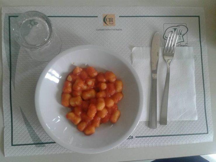 """In un anno 250mila pasti """"plastic free"""" nelle scuole di Poggibonsi"""
