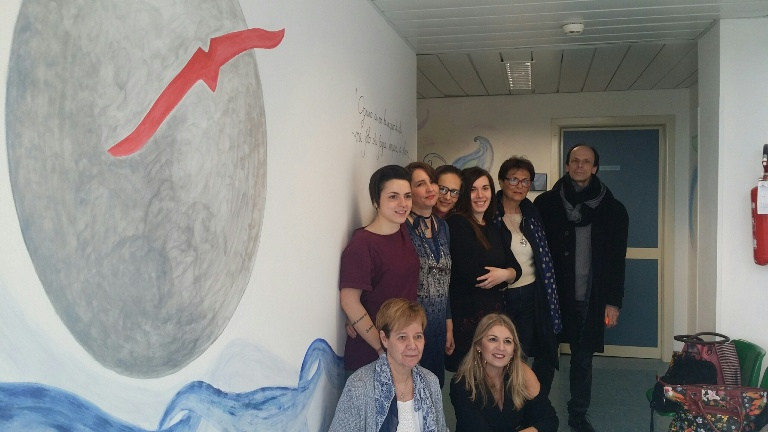 Colori e creatività animano il corridoio dell'Oncologia di Campostaggia