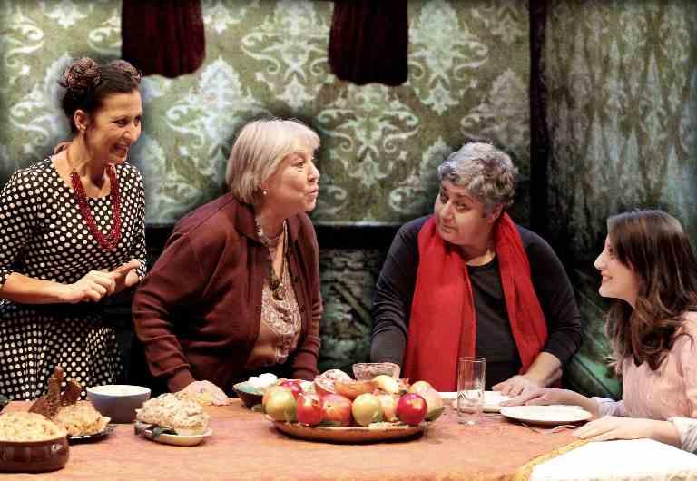 La bastarda di Istanbul: Serra Yilmaz in scena ai Rinnovati