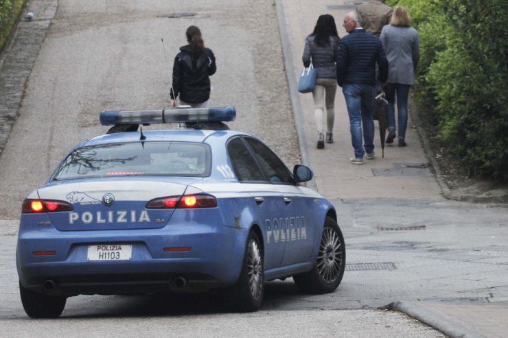 Ragazza ubriaca aggredisce tassista e poliziotti. Denunciata