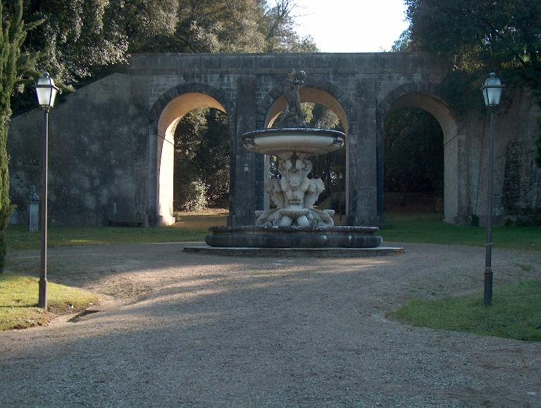 Parco di Villa Chigi Ponte carrabile e Fontana del Sarrocchi Home Page
