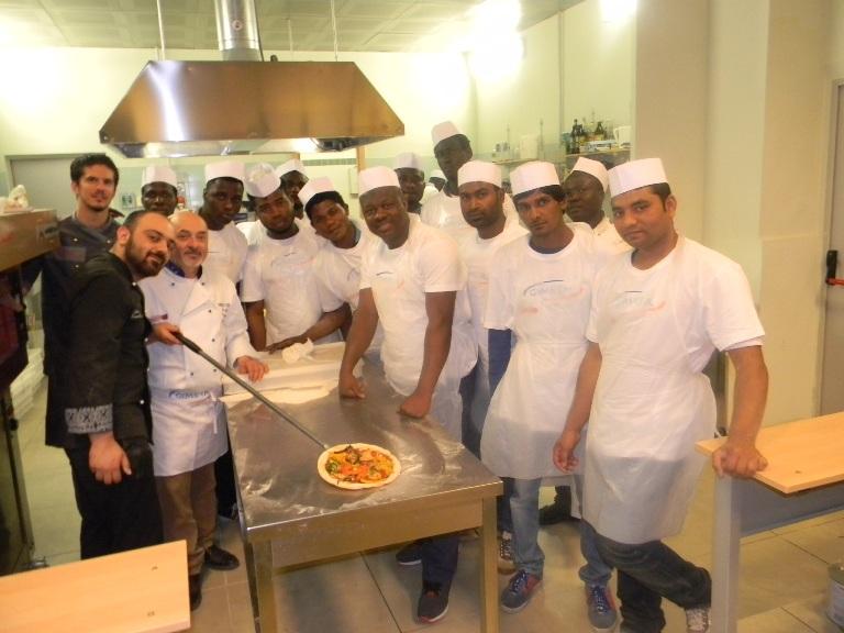 La lingua italiana e i mestieri della cucina:  18 rifugiati hanno studiato