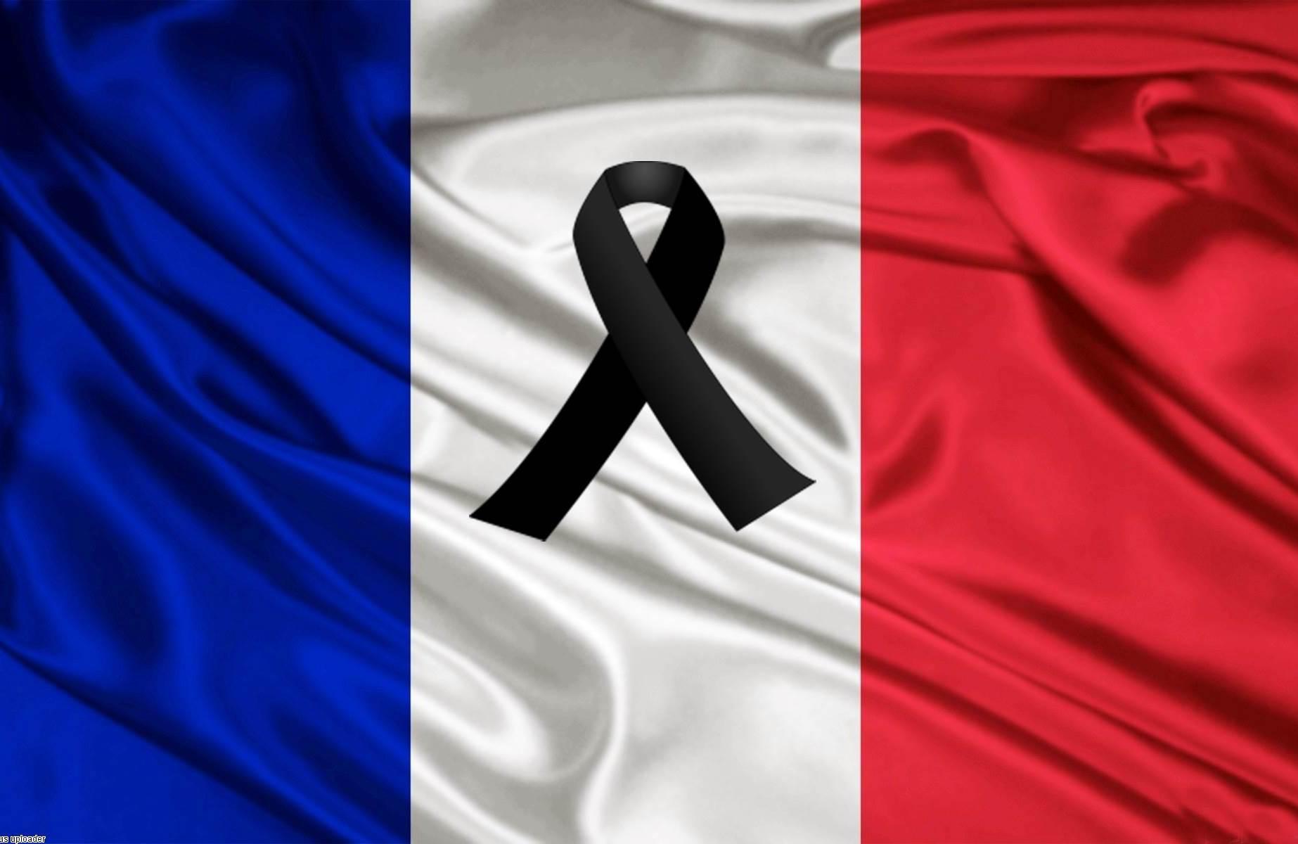 Bandiera Francese A Lutto Alle Trifore Di Palazzo Pubblico Il