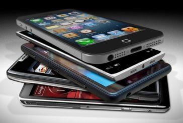 """Lo smartphone ci ascolta? La risposta è """"tecnicamente"""" sì"""