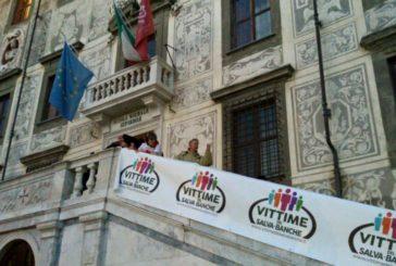 Le Vittime del Salva Banche contestano Boschi a Pisa
