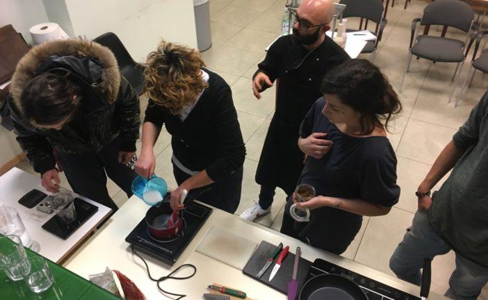 Le basi per affiancare un cuoco e l'abc del barman: i corsi del Cescot