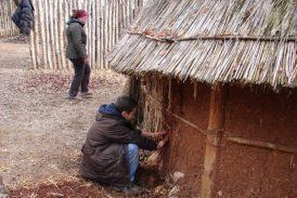 A Cetona si riscopre la Preistoria imparando a costruire con la terra