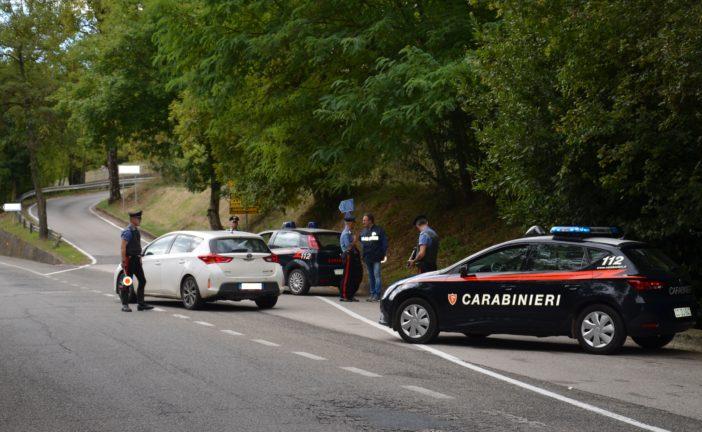 Due cuochi beccati con coltelli e droga dai Carabinieri