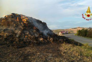 Incendio di rotoballe ad Asciano spento dai Pompieri