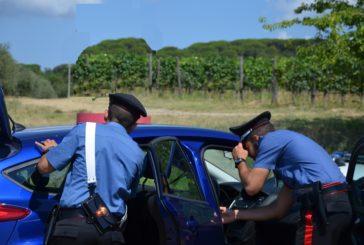 Esce di strada con l'auto rubata: soccorso e arrestato dai Carabinieri