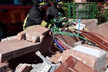Auto urta contatori in via del Vecchietta: intervengono i pompieri
