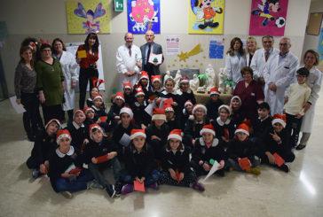 """La """"Rodari"""" di Arbia dona un presepe alla Scuola del Materno-Infantile"""