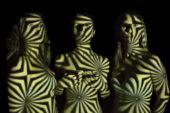 WOW!: la fotografa senese Lucia Lungarella veste di luce le amiche