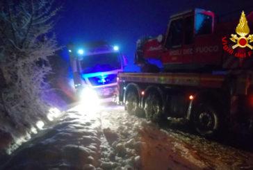 Problemi per neve e gelo: mezzi pesanti finiscono fuori strada