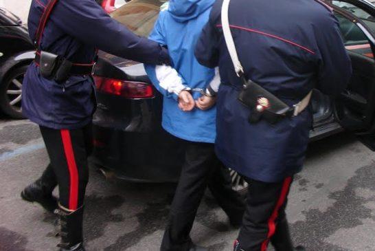 Donna accoltellata in casa a Chiusi. Fermato il figlio