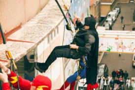 I supereroi acrobatici arrivano dal cielo e fanno tappa alle Scotte
