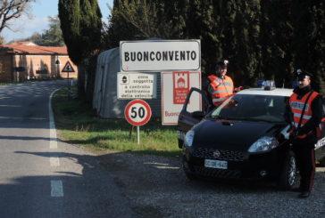Rapinano un distributore: intercettati dai Carabinieri. Un bandito in fuga