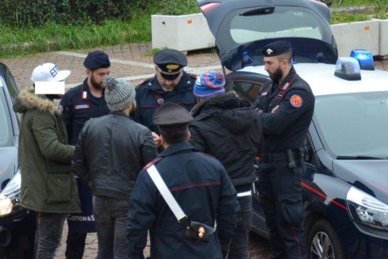 Minorenne beccato dai Carabinieri con droga e bilancino