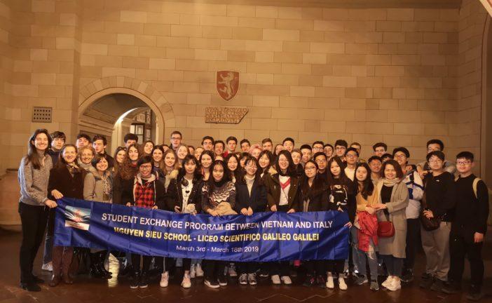 Studenti vietnamiti in visita a Siena ricevuti dall'assessore Biondi Santi