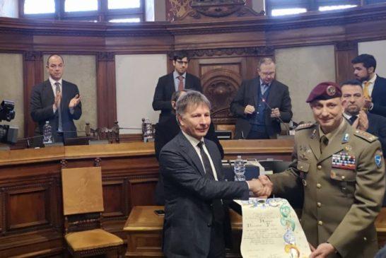 Siena conferisce la cittadinanza onoraria al 186° Reggimento Paracadustisti della Folgore