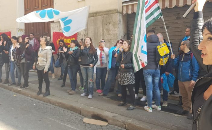 I lavoratori della Bassnet in presidio davanti al Mise