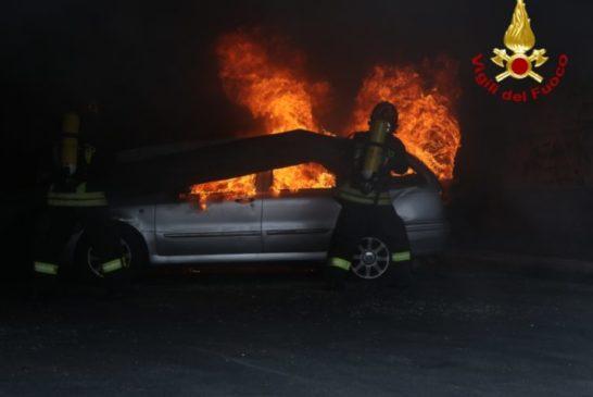 Auto a fuoco a Monteriggioni: all'interno un corpo carbonizzato