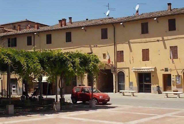 Ecco il monumento alla Fiat Seicento di Castelnuovo