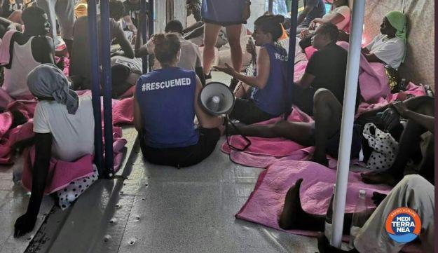 Migranti, a terra 31 migranti di Mare Jonio. L'attacco di Salvini