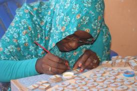 Ecomaratona Chianti Classico: le medaglie fatte a mano dalle donne del Sahara
