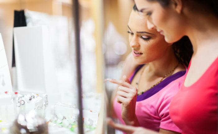 Come allestire la vetrina di una gioielleria