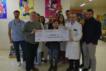 """I soci Unicoop donano un assegno a """"Insieme per i bambini"""""""