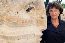 """Una scultrice contro la geotermia: una """"lotta a colpi d'arte"""""""