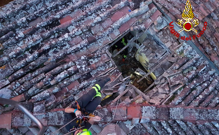 Crolla il tetto di una casa a Sovicille: due appartementi inagibili