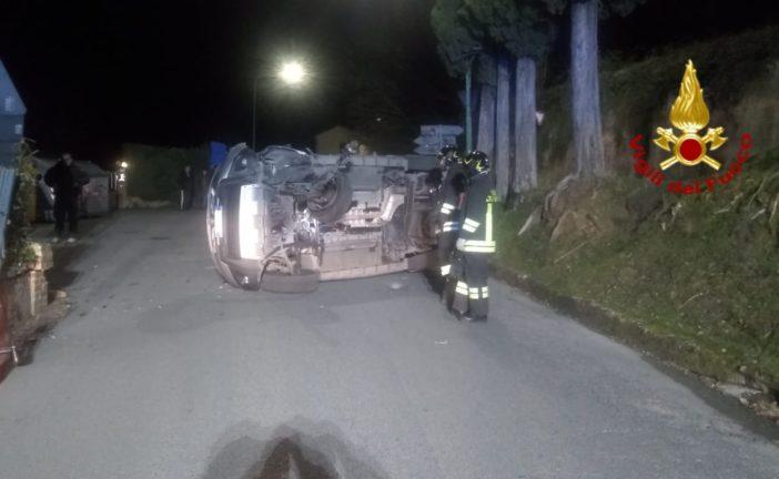 Auto si rovescia a Ponte a Bozzone