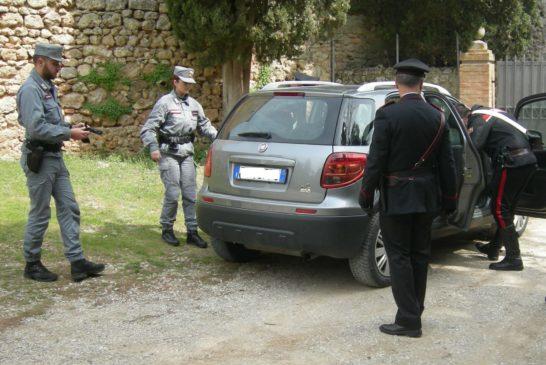 Denunciati dai Carabinieri 3 giovani. Anche per porto d'arma abusiva