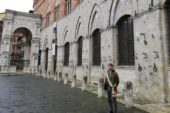 Anche Siena osserva un minuto di silenzio per i morti da covid-19