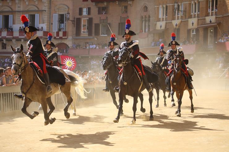 La carica dei Carabinieri