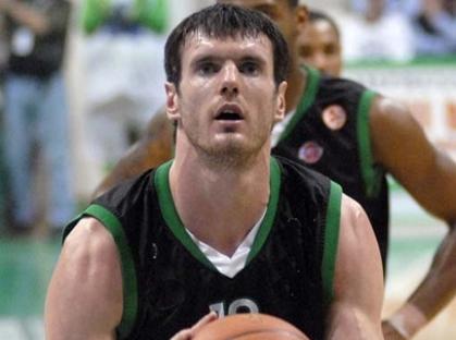 Lavrinovic resta biancoverde per altri 3 anni