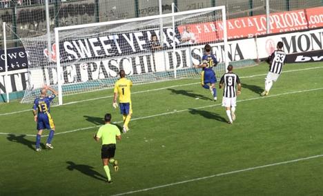 Una Robur caparbia batte il Modena 2-0