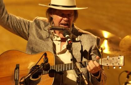 Il mitico Neil Young al Mandela Forum