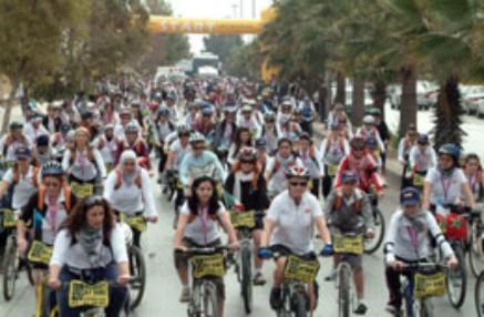 Donne in bicicletta per la pace: appuntamento a Girografando il mondo