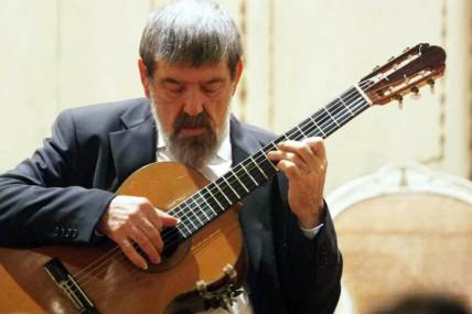 Allievi di chitarra della Chigiana si esibiscono al saggio