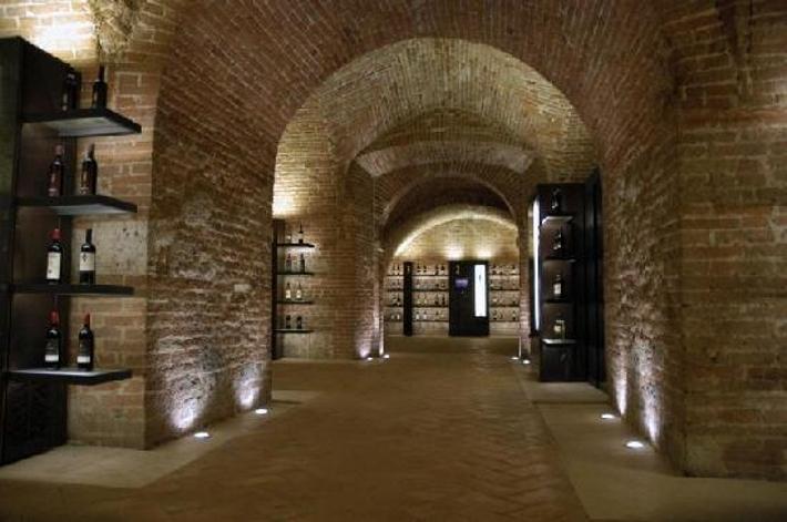In Enoteca un'asta di vini a favore dell'ATT