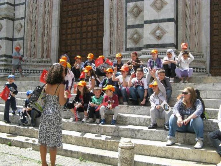 Guide turistiche a lezione di Palio
