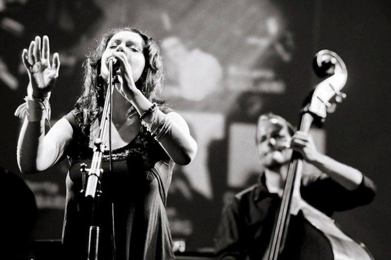 Isola Jazz Trio chiude le Serate Musicali all'Anfiteatro
