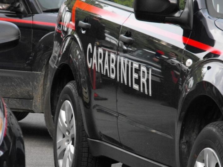 Tenta la truffa dello specchietto: preso dai Carabinieri