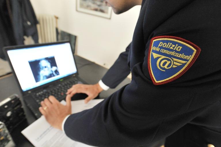 Shopping natalizio on line: i consigli della Polizia postale